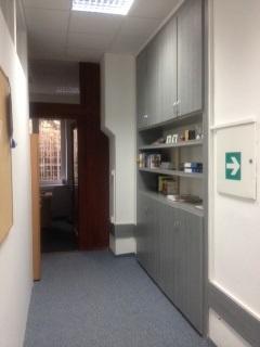 Knihovna, vchod do kanceláře