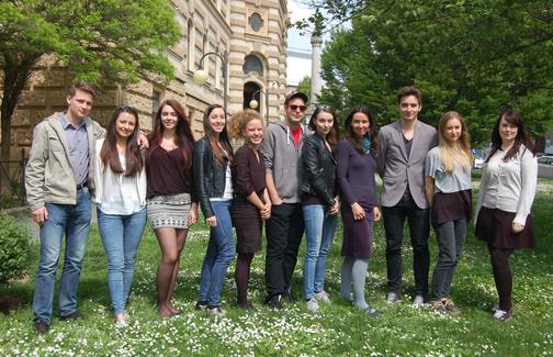 Studenti pomaturitního studia - focení na závěrečné certifikáty