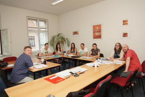 Ve skupinkách je nízký počet studentů, takže ke slovu se dostane opravdu každý, nikdo se neschová :-)
