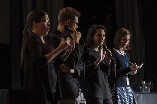 Tlumočení debaty na festivalu Jeden svět 2017