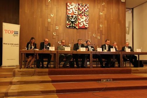 Tlumočení na konferenci Současná bezpečnostní situace v Pobaltí (hosté: Karel Schwarzenberg, Luboš Švec, Štefan Füle a velvyslanci Litvy, Lotyšska a Estonska)