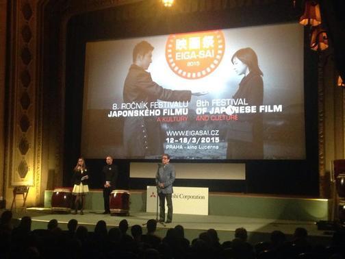 Tlumočení na Filmovém festivalu japonského filmu a kultury (uprostřed: moderátor Robin Shoen Heřman, vpravo: oskarový režisér Takita Yojiro)